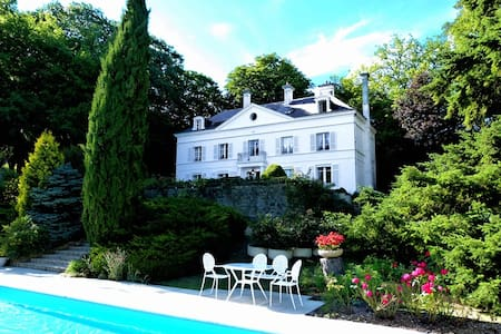 Chateau 5 bedrooms + 5 bathrooms - Montabon