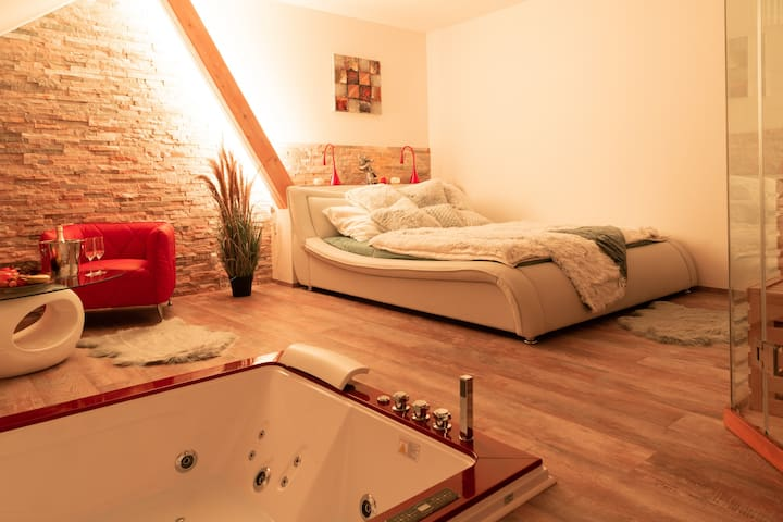 Private whirpool, sauna, walk-in shower, minibar
