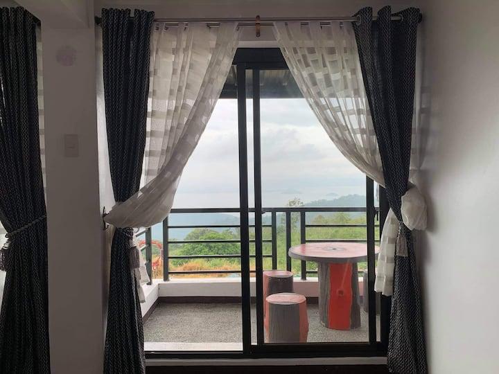 Tagaytay Room w/ Balcony Taal view w/ free bfast