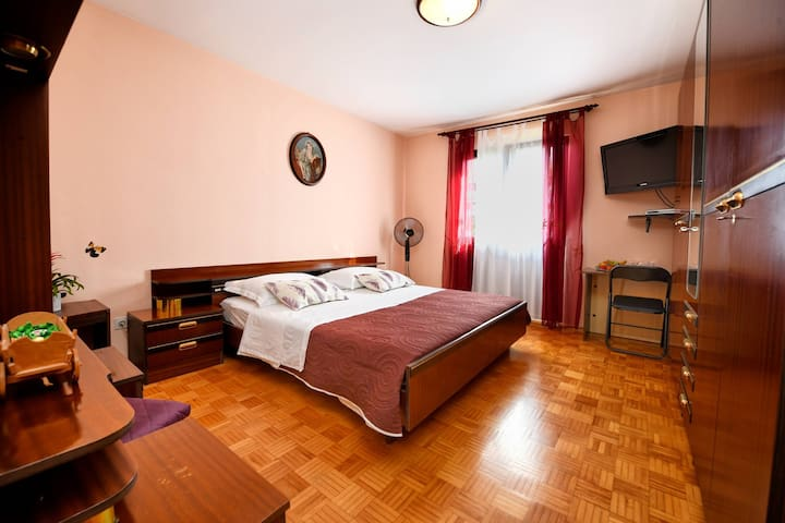 Rooms Marija, close to city center of Poreč, close to beach Pical