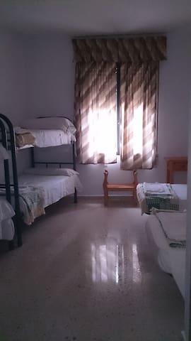 Habitación seis camas casa rural de 25habitaciones - Cerro Muriano - Guesthouse