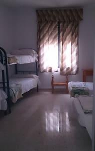 Habitación seis camas casa rural de 25habitaciones - Cerro Muriano