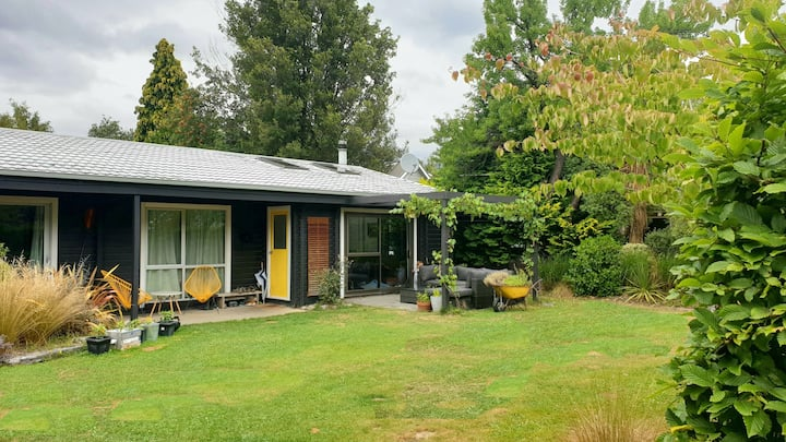 Sunny family friendly Arrowtown home
