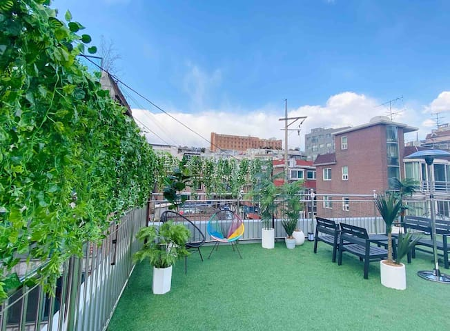 3min@Itaewon Stn: PL.Modern Tasty (3Rooms+Rooftop)