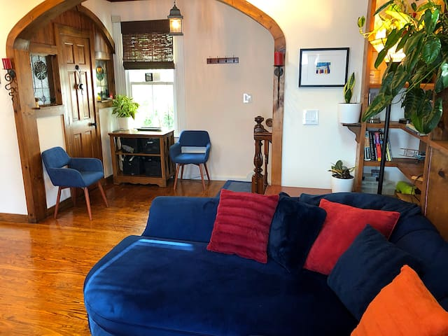 Entryway to livingroom