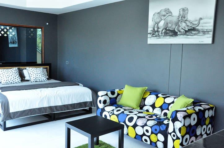 Mountain-view suite w/ king-sized bed - Binlar 3
