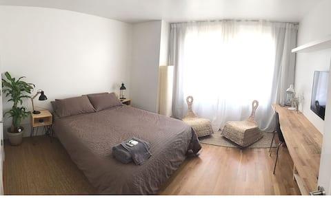 Nice clean bedroom.