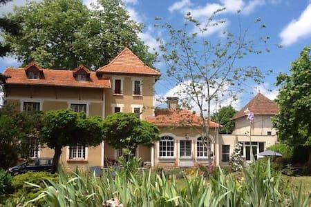 Room Maison de maitre in Gramat - Gramat - Ház