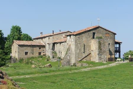 Casa rural Garrotxa by Somrurals - Hus