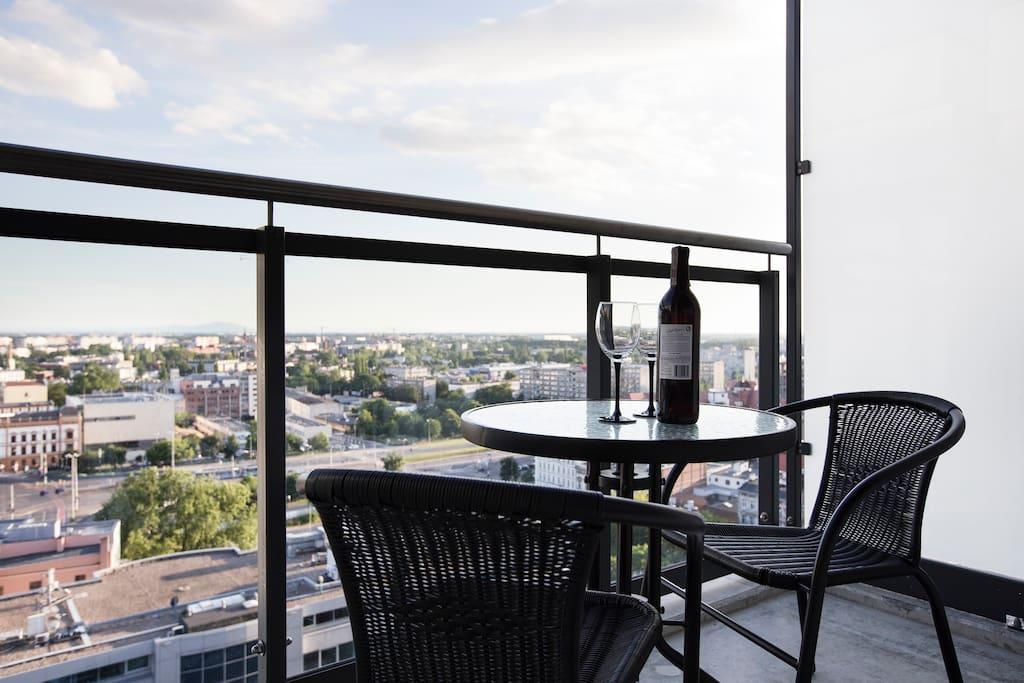 Apartament na xvi pi trze z widokiem na panoram apartamenty do wynaj cia w wroc aw - Lino 5 metre de large ...