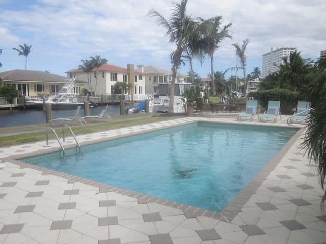 Lauderdale by the Sea pool home! - Lauderdale-by-the-Sea - Rumah
