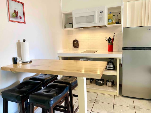★ Clean East Side 2 Bedroom Suite with kitchen ★