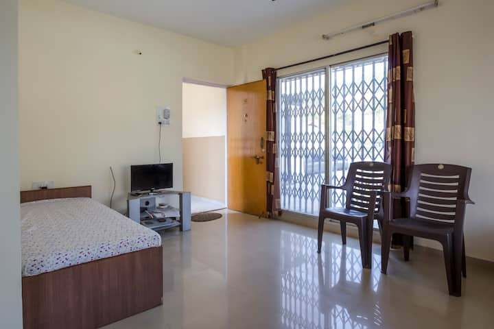 AC/non-AC Full Furnished Rooms/Apartment