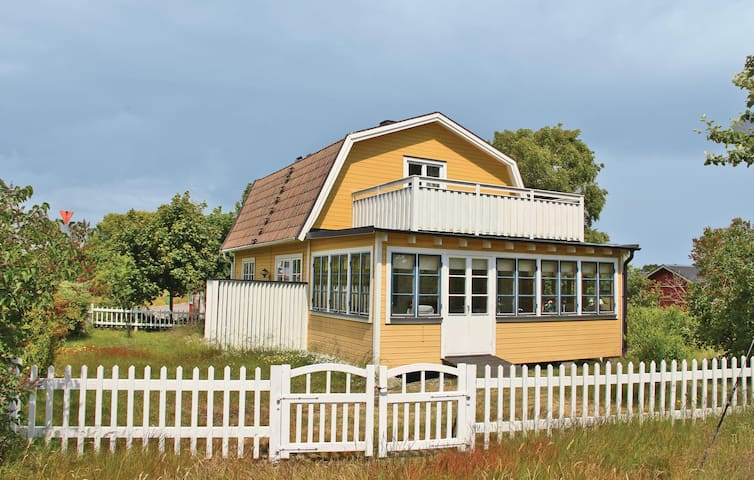 Holiday cottage with 2 bedrooms on 90m² in Hasslö