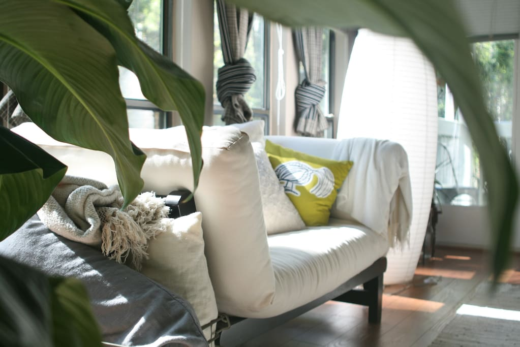 Daybed perfect for lounging with a book or bird-watching.
