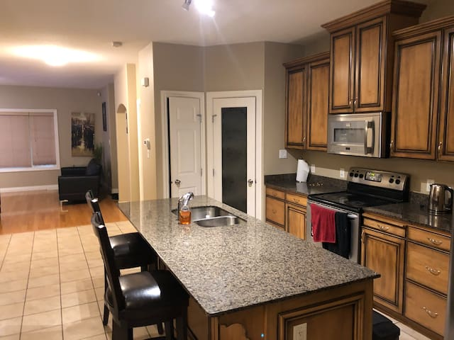 1 Private room for rent in a 3 bedroom house.