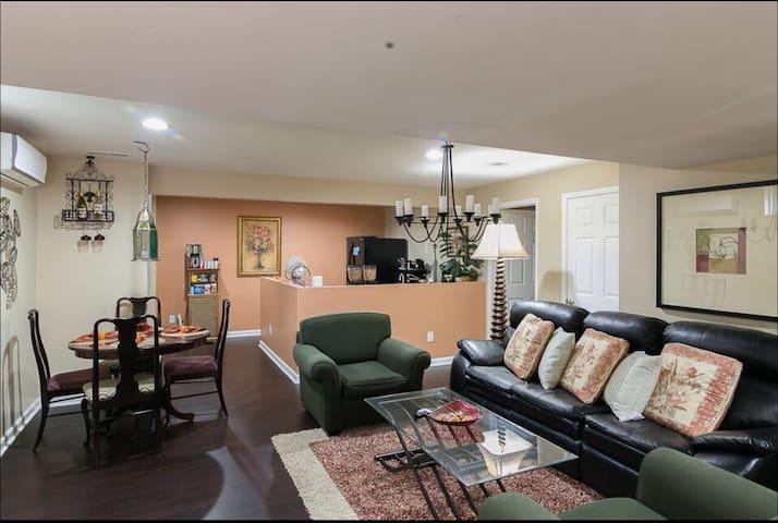Huge&Bright 2BR Basement Apartment 3king beds &mor