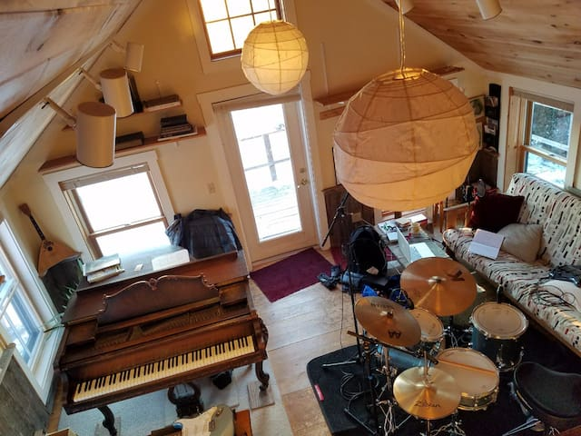enough room to rehearse and record with drums and other instruments