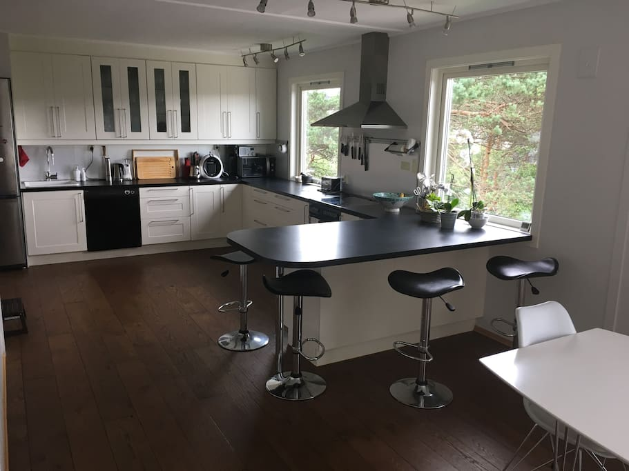 open kicthen with bar chairs. Fully equipped kitchen