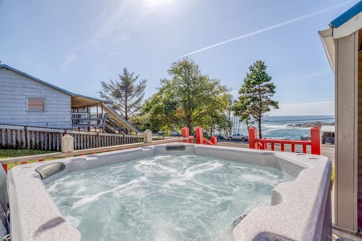 Depoe Bay Whalehouse - Amazing Ocean View Property W/Hot Tub In Depoe Bay
