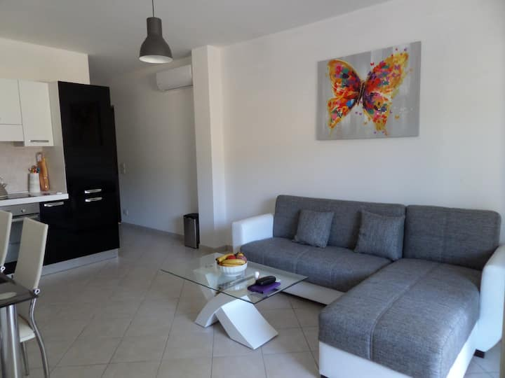 2 bedroom pool side Apartment, Locri