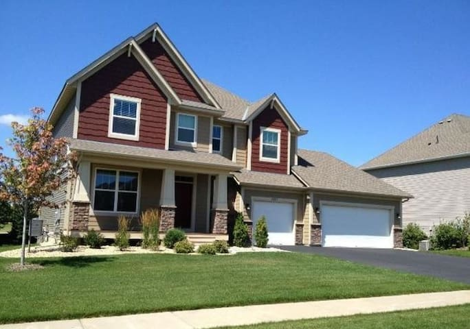 New Upscale Spacious Home Near Attractions