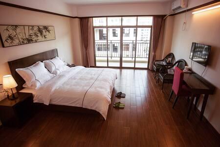 舒适大床房,客房标准配置  入住时间灵活,一般为下午3点后办理入住 - 海口市 - Apartment