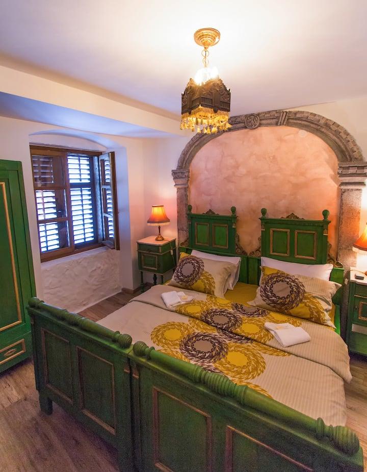 PALAZZO DRUSKO Merchant's Room