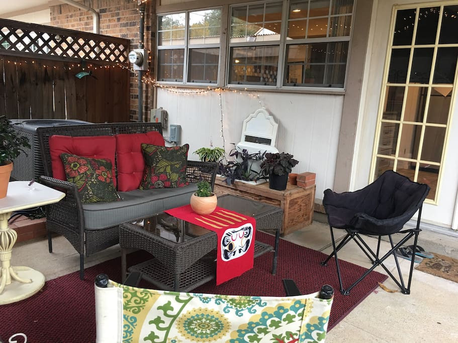 Outdoor living patio with barbq grill available.