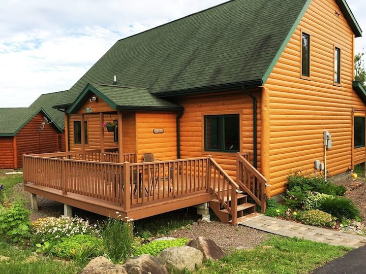Lutsen Log Lodge, stay 4 for 3 through April