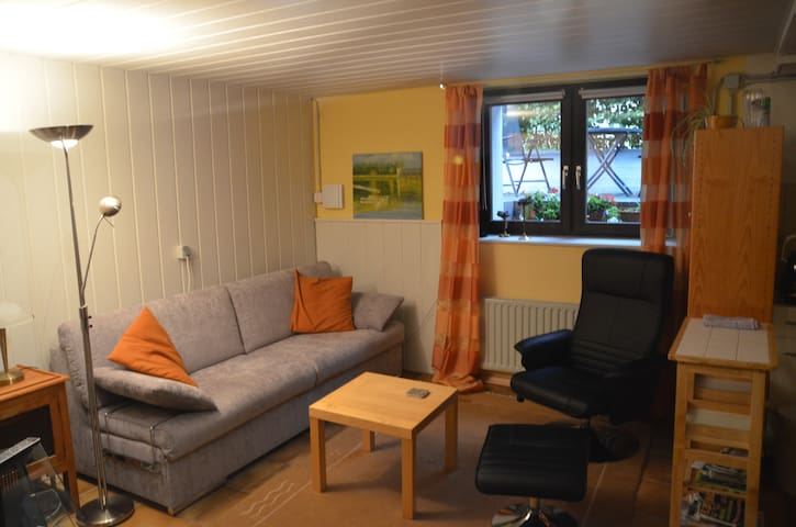 Souterrain Apartment Roetgen/Aachen mit Kochnische
