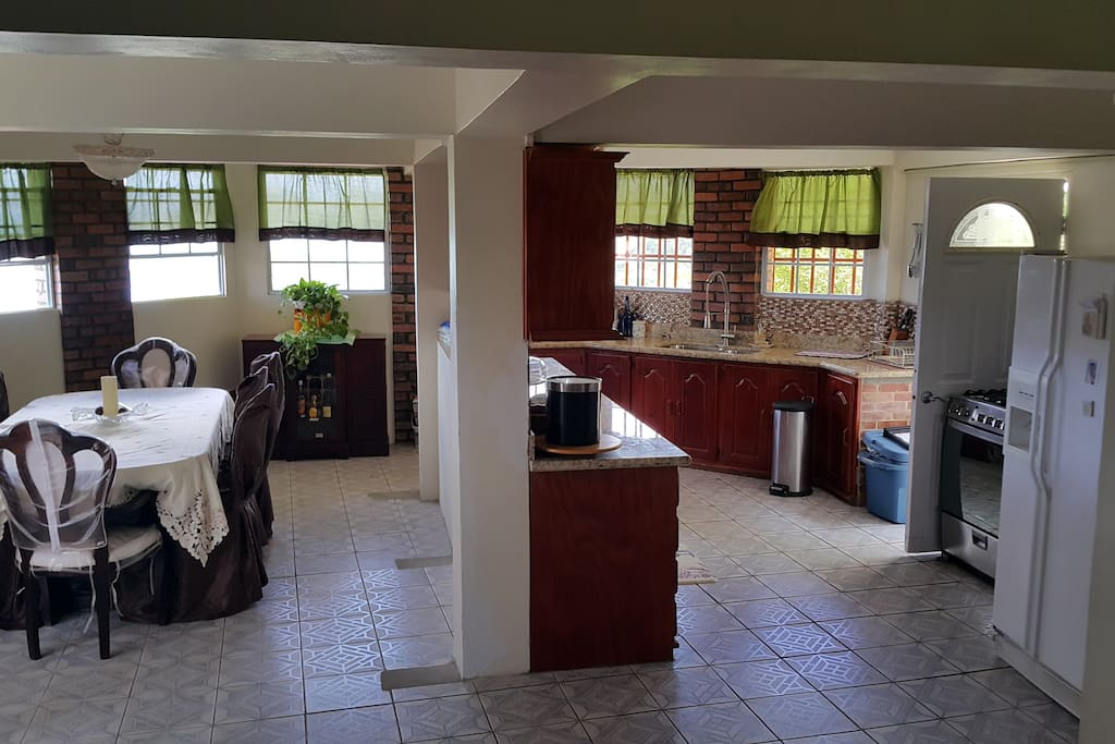 Spacious kitchen/dining room with modern amenities
