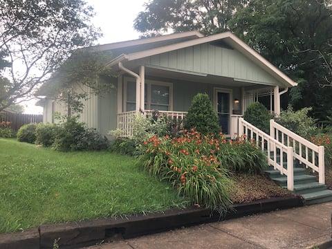Quiet and Convenient 2-bedroom bungalow
