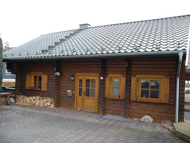 FEWO 70 m² rustic comfort in the log cabin. TOP