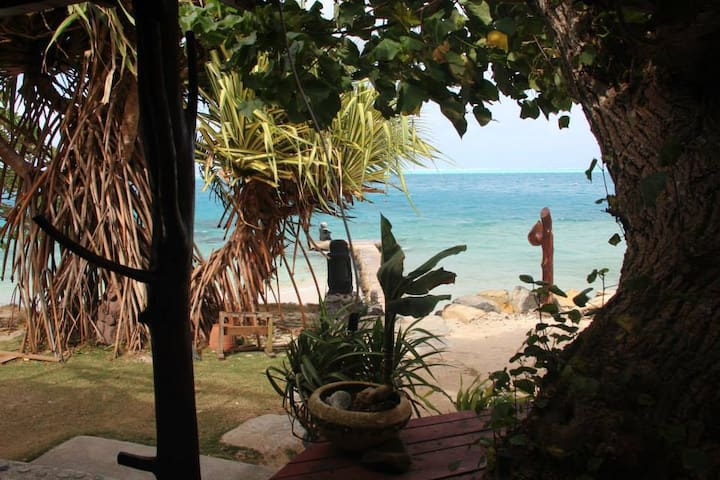 Chez Vetea Huahine ITI, Baie d'Avea bord de mer