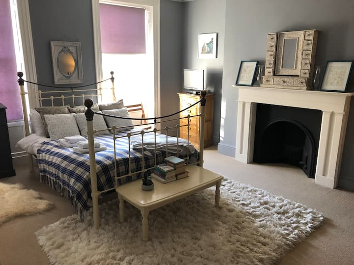 Stylish City Centre double room with own bathroom