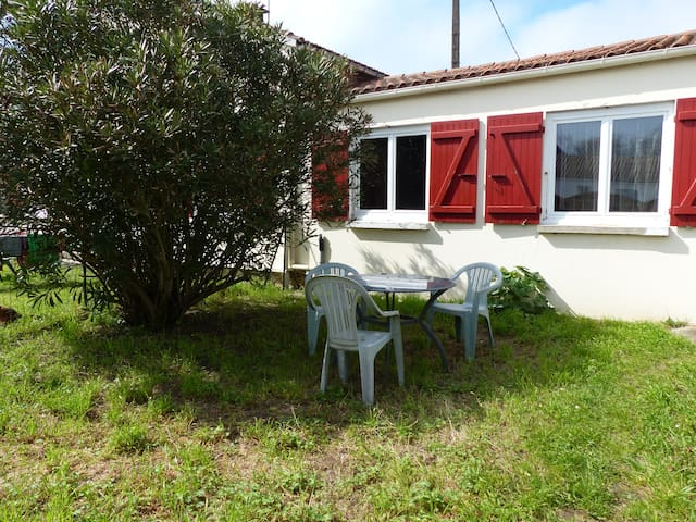 Petite maison, 2 à 4 p, bien située - Saint-Pierre-d'Oléron - Rumah