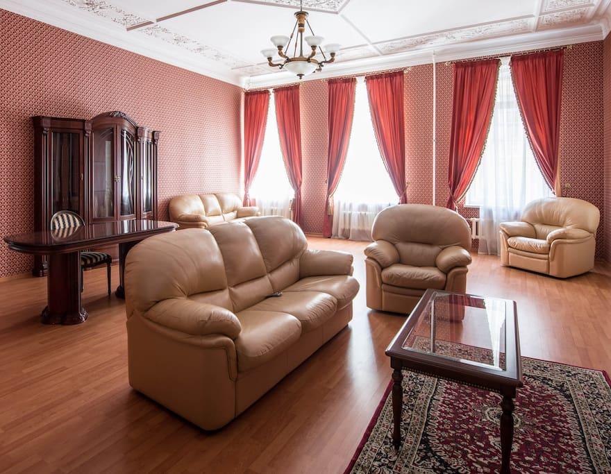 Общая зона отдыха на 4 комнаты