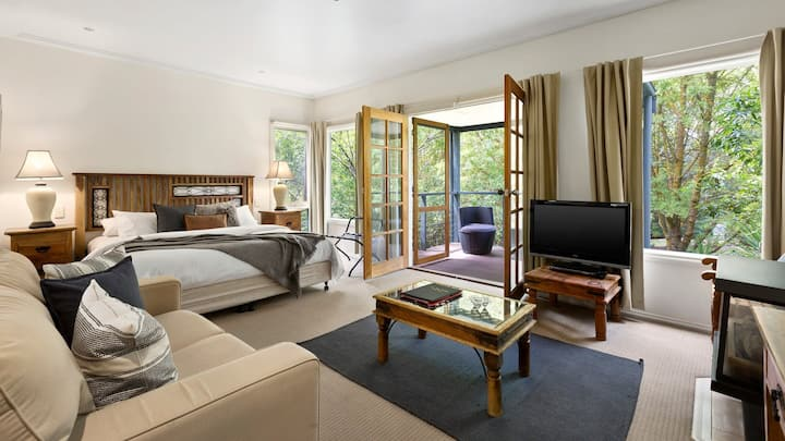 Gorgeous, Huge King Spa Chalets x 2:  Yarra Valley