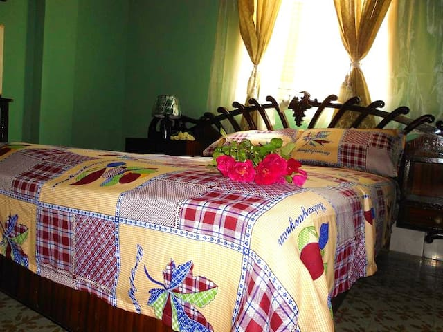 3 central colonial apartments for up to 23 people!