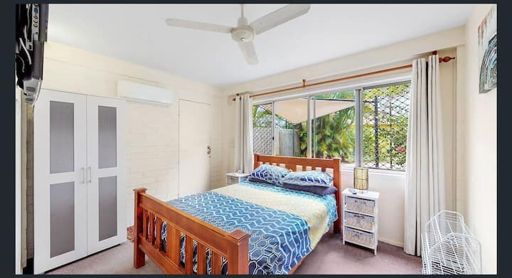 Self contained area ,cheerful room , air , TV,pool