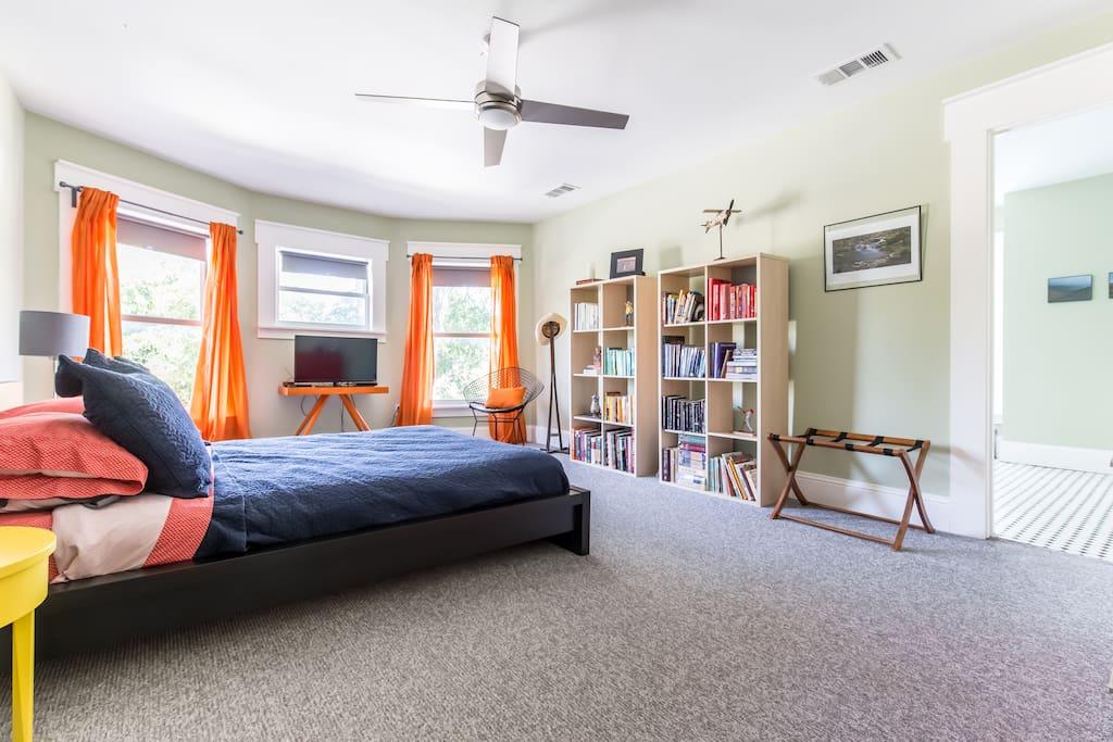 Spacious en suite bedroom with platform queen sized bed.