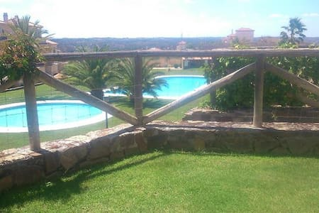 Chalet adosado en Costa Esuri con campo de golf - Ayamonte - Stadswoning