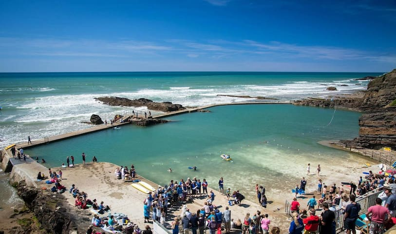 Bude Sea Pool is a beautiful, part natural, part man-made swimming pool in the rocks at Summerleaze beach.