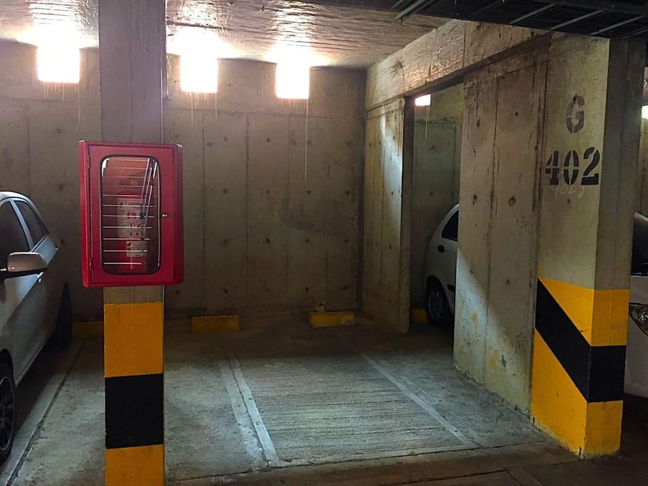 Parqueadero cubierto/ Parking