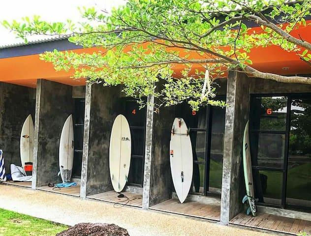 Keramas Surf Capsul Hostel(Room size1.5 & 4 meter)