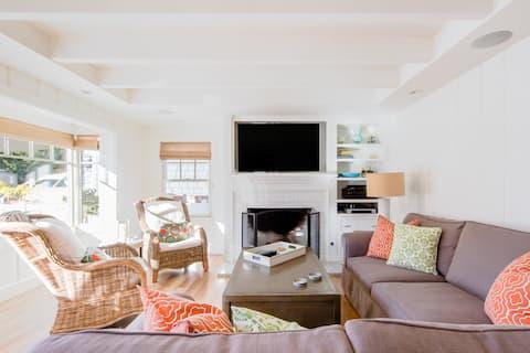 Chic, Cottage-Style House on Balboa Island