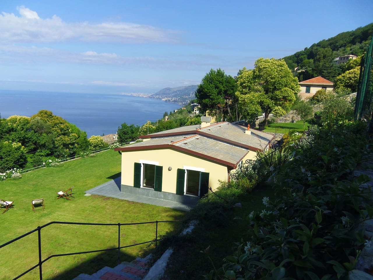 La pacecca,  single house in a cool and beautiful garden on the Camogli gulf