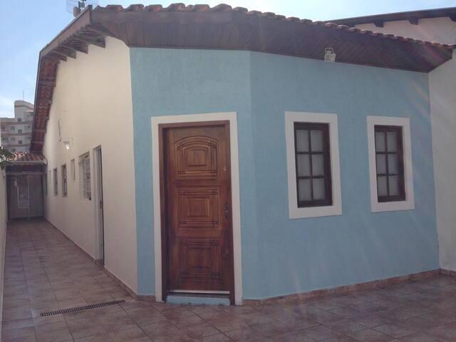 Casa Completa c/Wi-Fi e 03 Dorm (01 Suíte) Taubaté