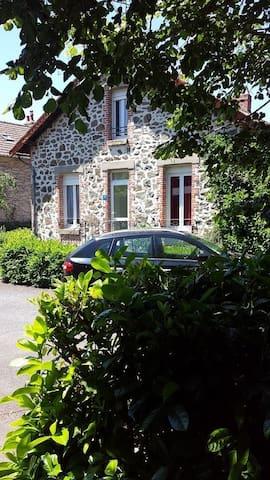 Meublé tout confort - Arpajon-sur-Cère - Şehir evi